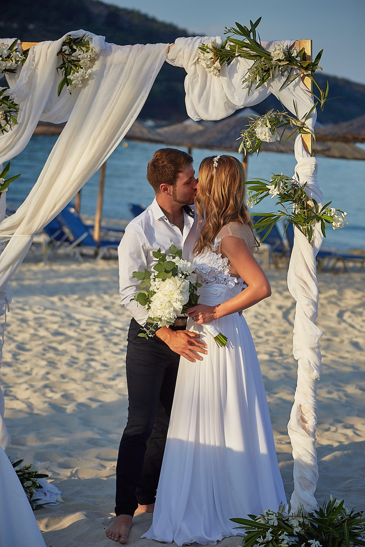 Thassos Golden kiss Beach Wedding on the beach wedding table and decor